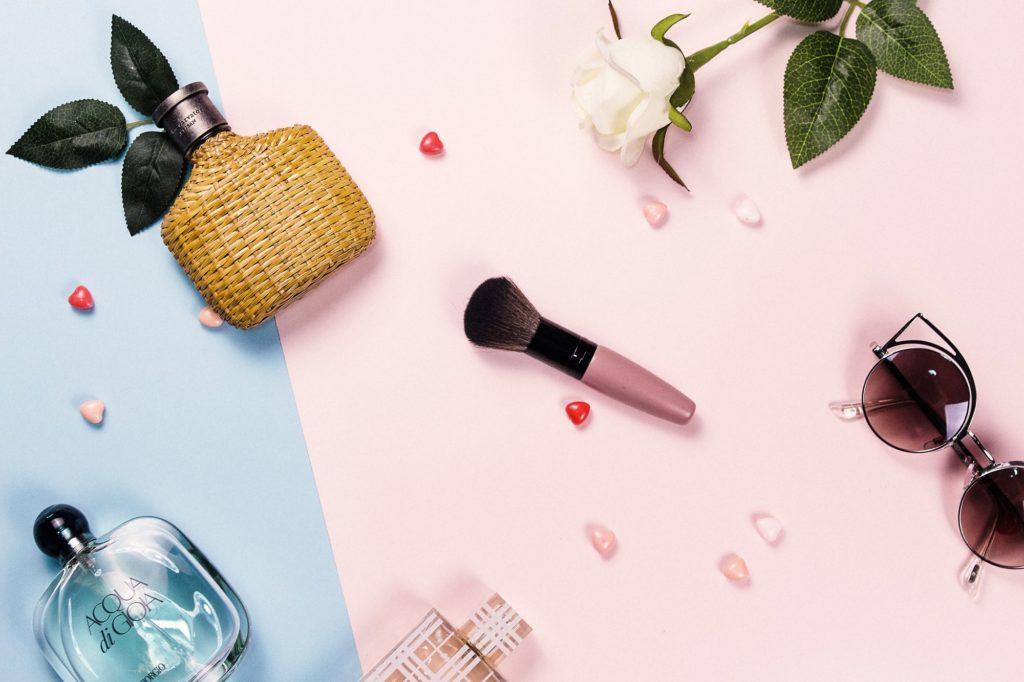 化妆品行业正是在这个背景下获得了大力发展,中国的化妆品市场空前繁荣