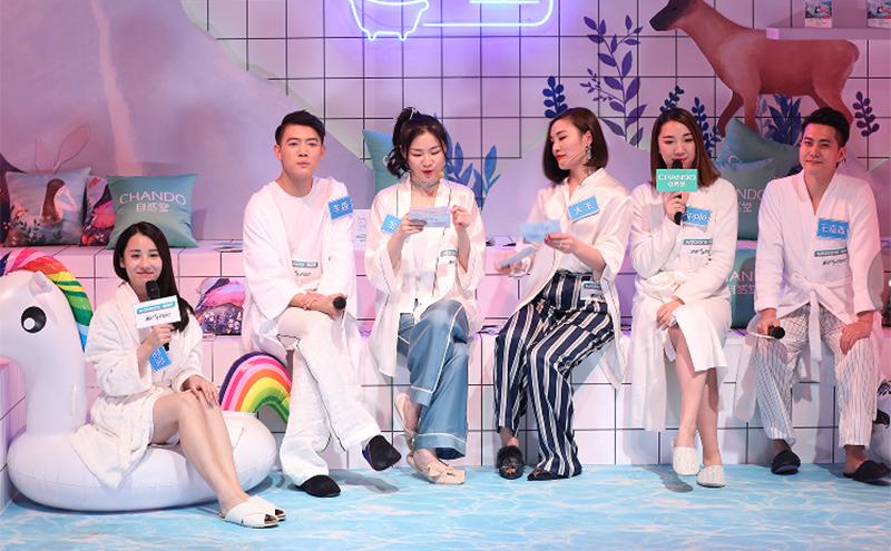 """自然堂邀请了一些网综红人进行了一场""""自然堂水光浴室""""直播"""